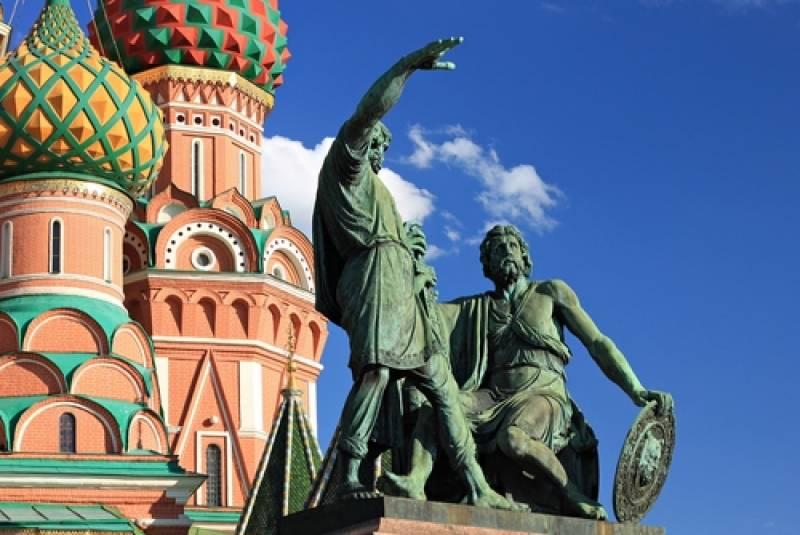 ミーニンとポジャルスキーの像