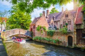運河クルーズで廻る「屋根のない美術館」ブルージュ